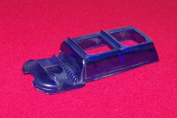 CORGI TOYS 437 - Reproduction - Superior ambulance Blue plastic rear window unit
